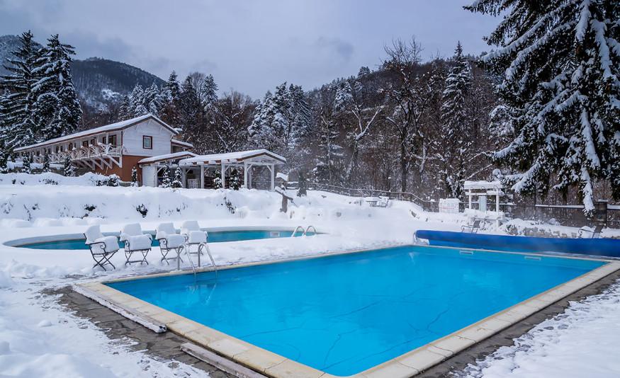 Tips para cuidar tu piscina durante el invierno